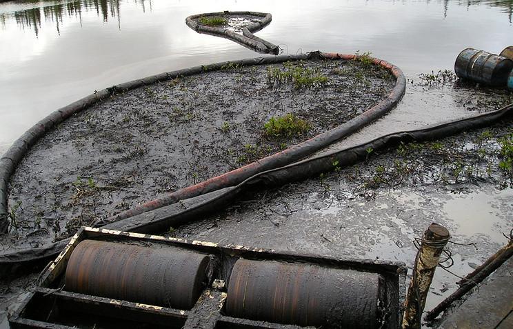 Томские ученые запатентовали устройство для блокады разлившейся нефти в водоемах