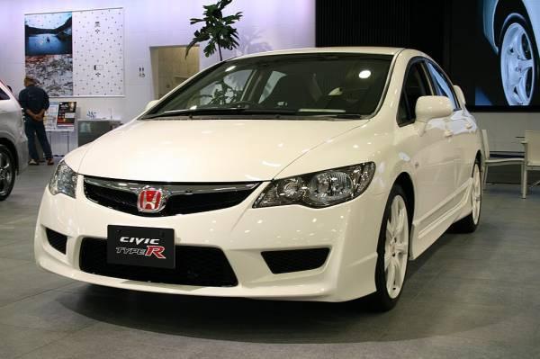 Honda запатентовала интерьер с «парящей» приборкой