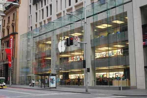 Фирменный логотип Apple в iPhone и MacBook сможет светиться и менять цвет