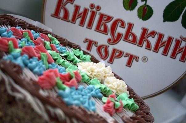 """Roshen просит суд запретить """"Ашану"""" на Украине использовать товарный знак """"Киевский торт"""""""