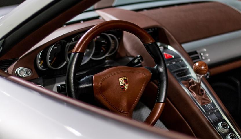 Компания Porsche запатентовала кресло-кровать для водителей