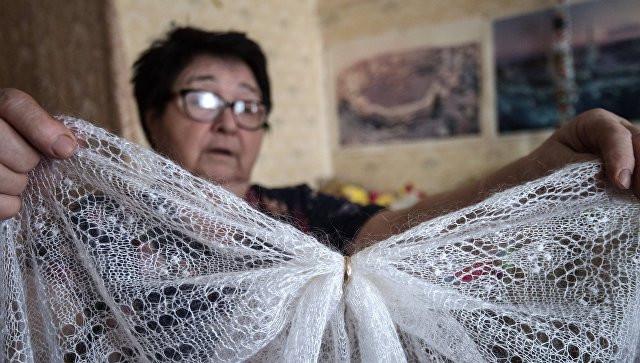 Оренбургские платки, гжель и хохлому стали подделывать за рубежом