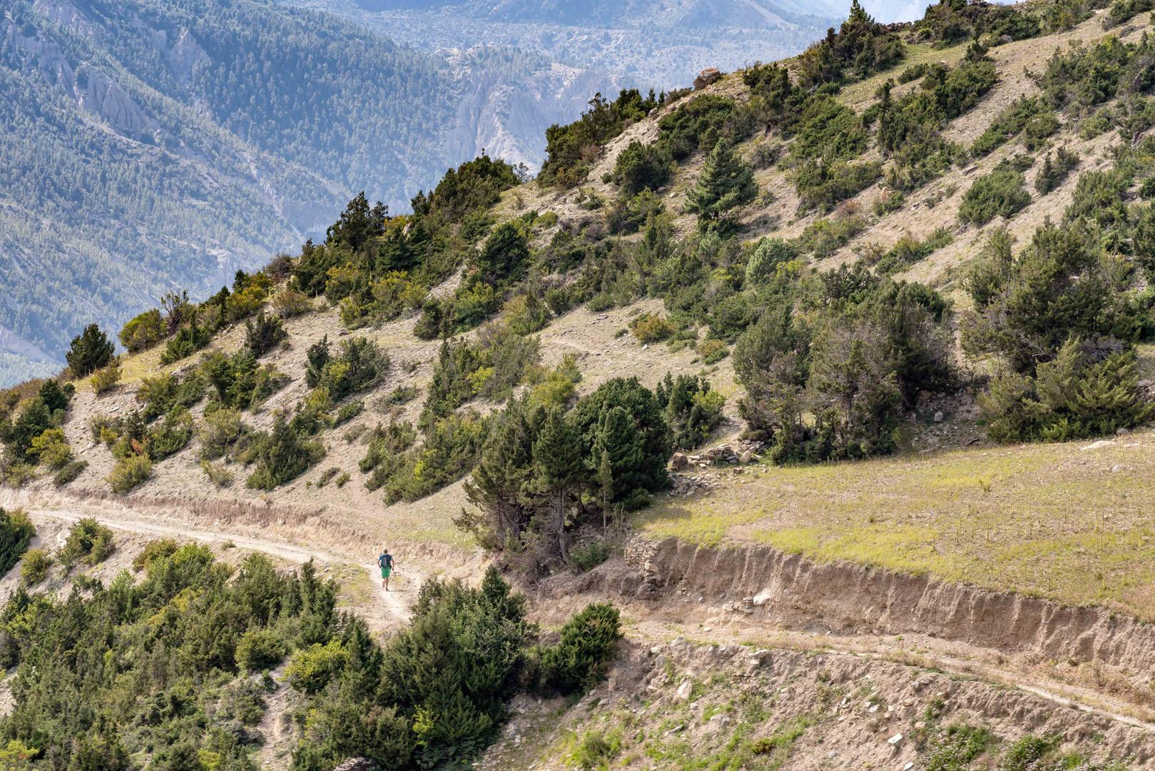 Marco Corda running in the Himalaya