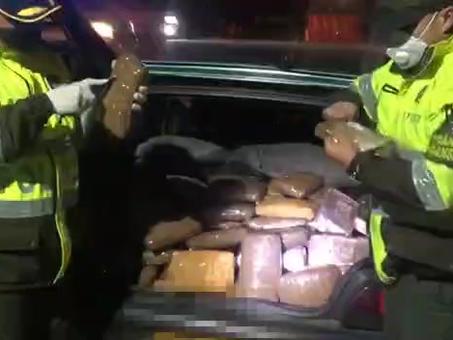 Venían cargados con 300 libras de marihuana, la Policía de Tránsito los capturó.