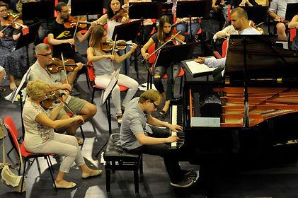 F. C. Büyük will give a concert with Toruń Symphony Orchestra