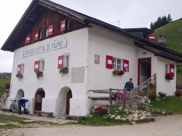 Refugio Citta di Fiume, Dolomites