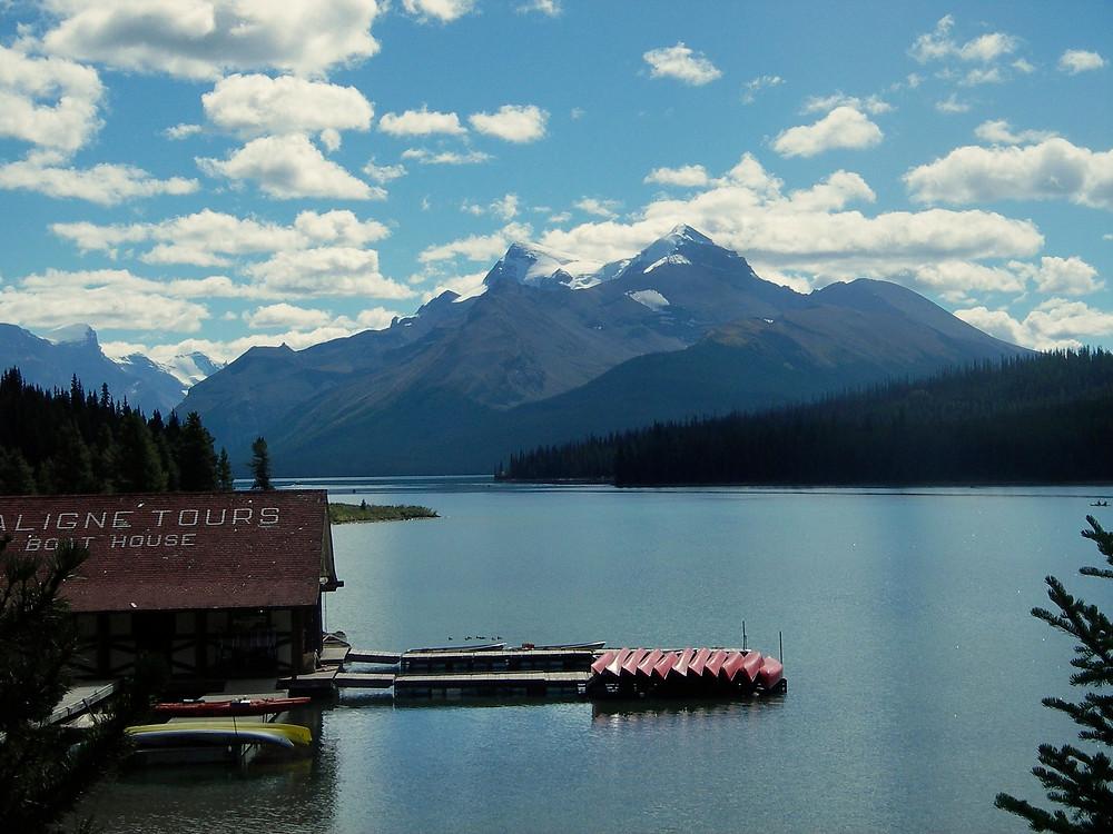 Maligne Lake, Jasper Alberta   www.paradoxtravels.com
