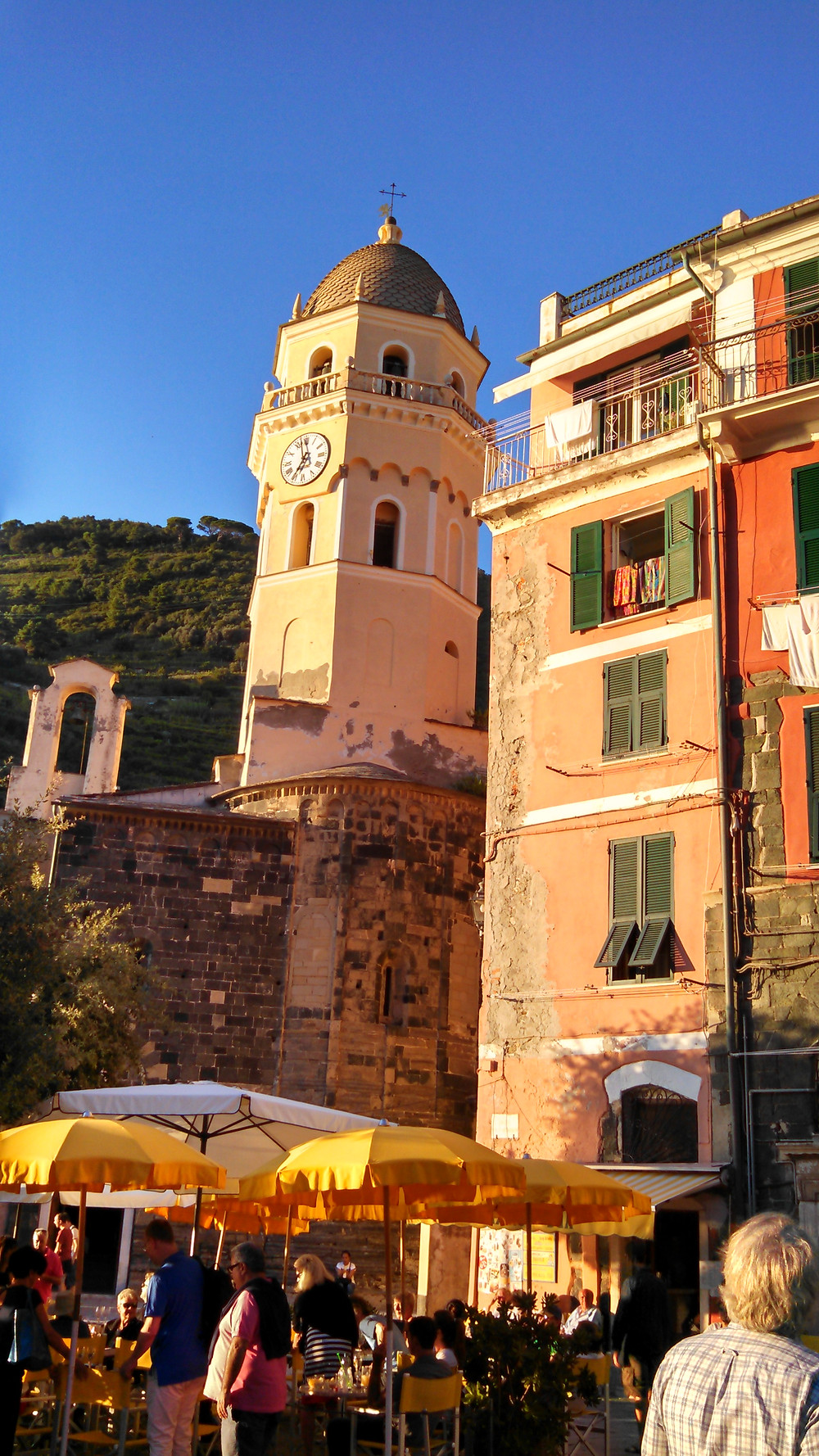Vernazza plaza - the footpath to Montorossa is behind the belltower