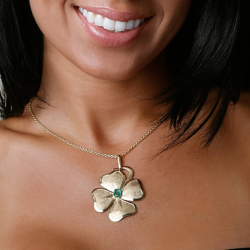 14K Gold Large Retro Clover Pendant with Emerald