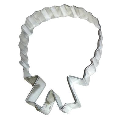 """Cookie Cutter: Wreath with Bow 3-1/2"""""""