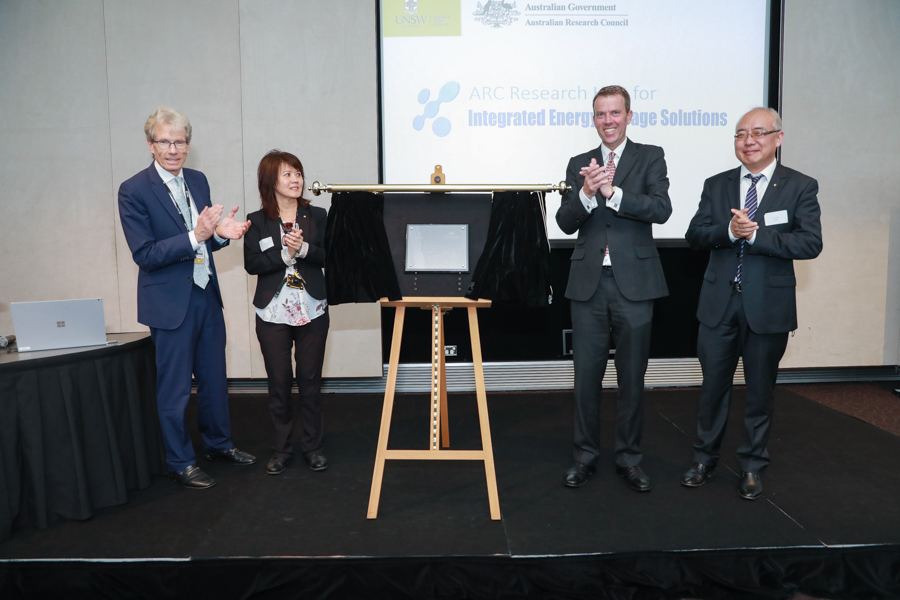 Unveiling with Professor Fisk, UNSW Deputy Vice Chancellor, Professor Rose Amal, Minister tehan and Professor Joe Dong, Hub Director
