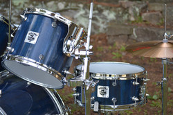 Blue Stained Spiked-Lug Drumkit