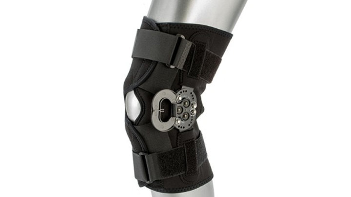 THE COMPLETE WRAP VISIHINGED KNEE BRACE