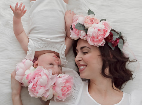 Simply Motherhood Session w/ Aspen Florist & Petra King Photography