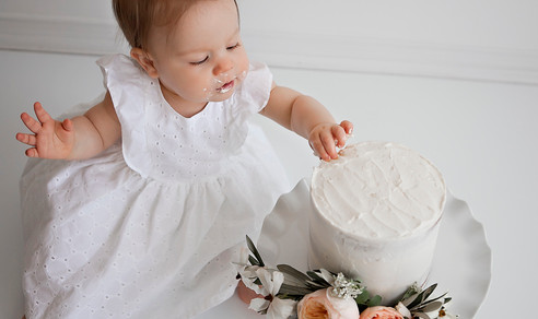 Islas One Cake Smash w/ Aspen Florist & Petra King Photography