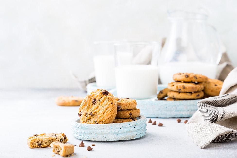 chocolate-chip-cookies-9U7EPWN-min.jpg