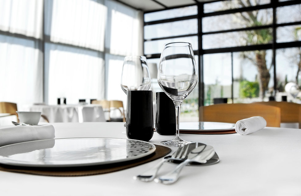 inside-a-stylish-french-restaurant-M5XGN