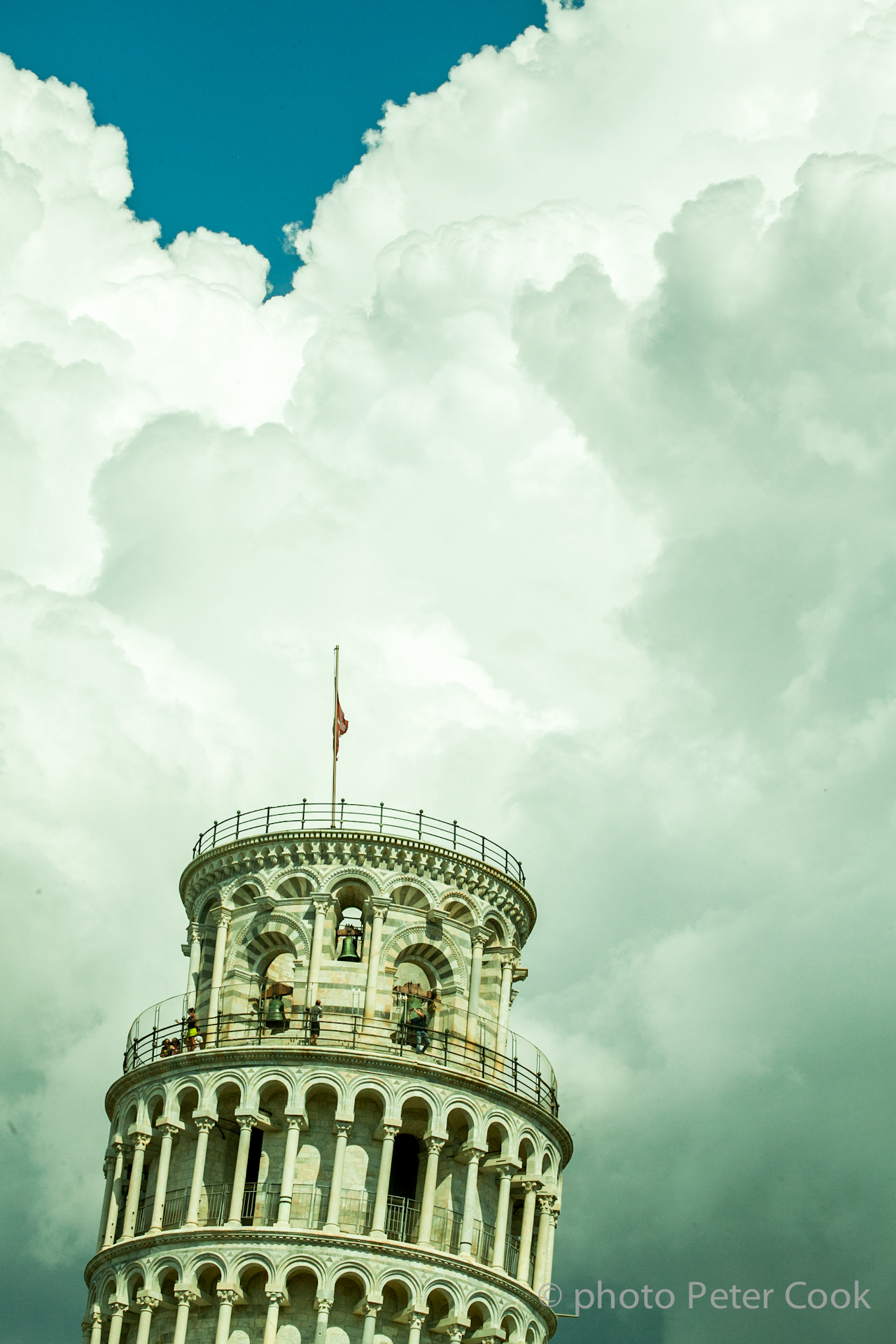 Pisa falling.jpg