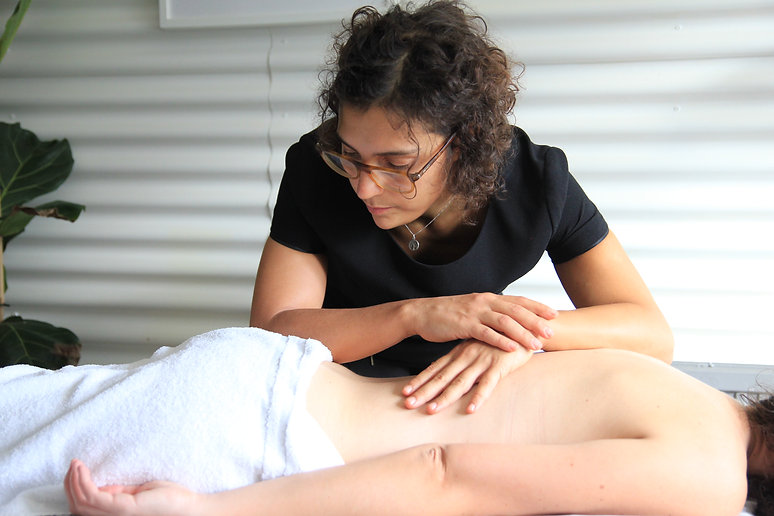 DEEP-TISSUE-MASSAGE-LOWER-BACK-PAIN-LONDON-CLINIC