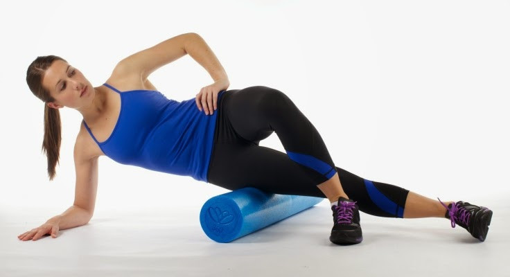How-to-use-foam-roller-for-quads-female-exercise-dynamic-stretching