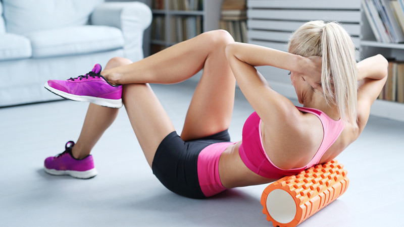 How-to-use-foam-roller-for-back-pain-female-exercise-dynamic-stretching