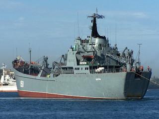 Совершен чин освящения знамени для Большого десантного корабля «Саратов»
