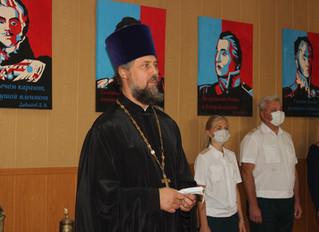 Настоятель храма принял участие в церемонии прощания кадетов со знаменем