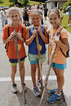 hikinggirls-min (1).jpg