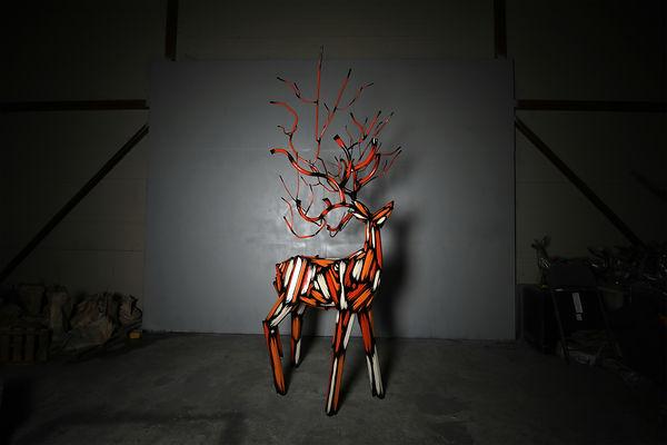 Deer 2021 140 x 110 x 260 (h) cm 스테인레스에 우레탄도장.jpg