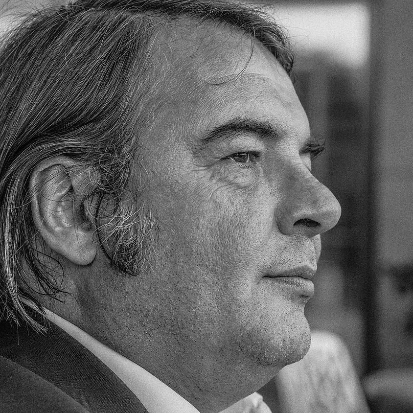 Pierre Louis Aouston en dédicace à la La Lucarne des écrivains
