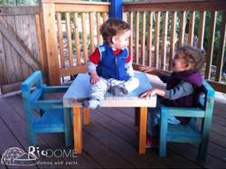 שולחן וכיסאות ילדים מעץ