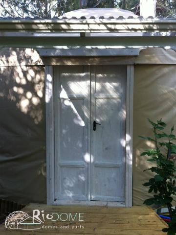 דלת כניסה משוחזרת