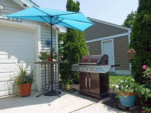 Gas Grill With Grilling Tools