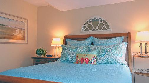 Master Bedroom - Queen Sleigh Bed