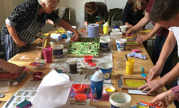 Art therapy. hArt. Lymington charity. Lymington. art psychotherapy. wellbeing wednesday. art groups.