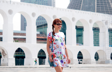 Lilli Kessler veste le modiste originals na Lapa, Rio de Janeiro, estampa floral e colorida