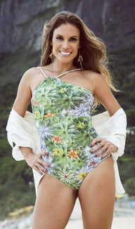 Maíra Charken veste maiô le modiste originals na praia