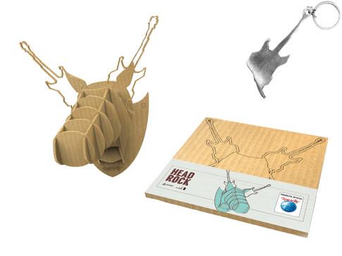 Produto Oficial Rock in Rio by le modiste com estampa exclusiva originals alce de papelão com chifre de guitarra e chaveiro em alumínio reciclado