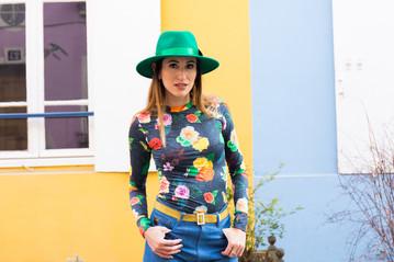 Paula Rita Saady veste le modiste originals floral em Paris na Rue Crémieux