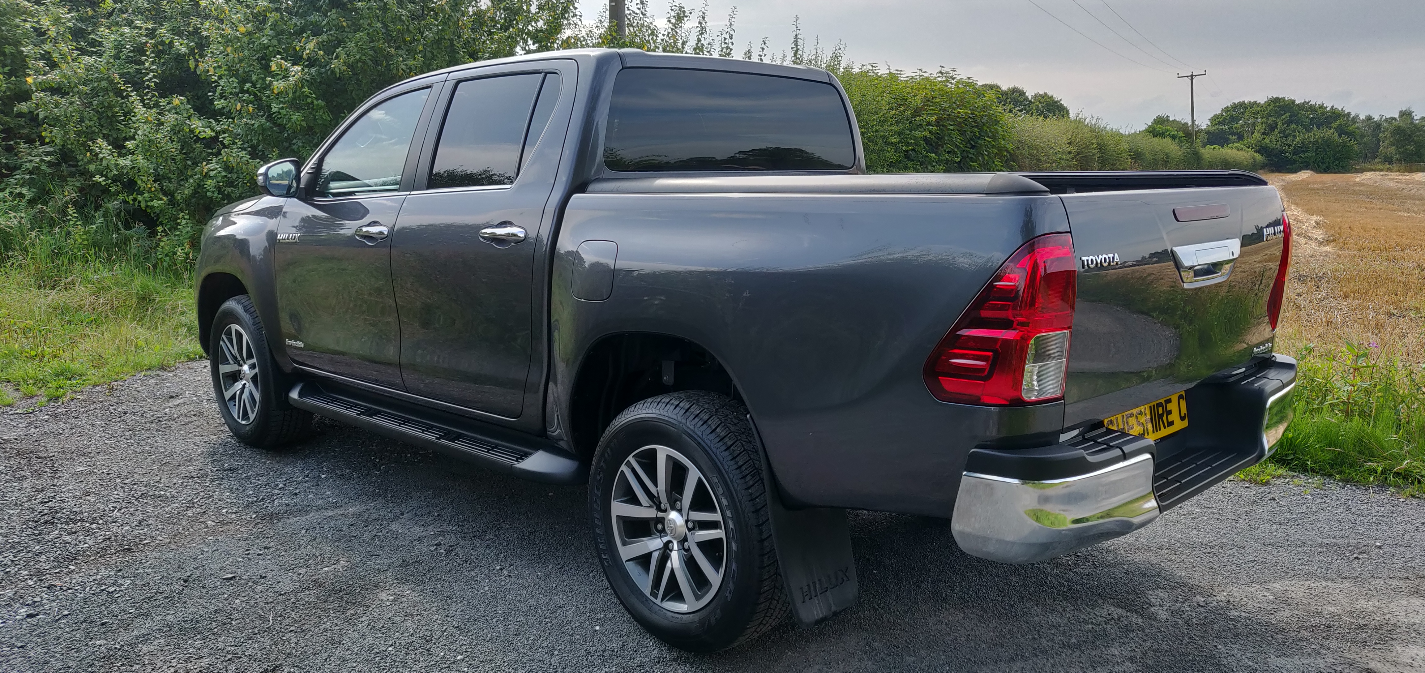 19 New Hilux Invin Deep titanium (7)
