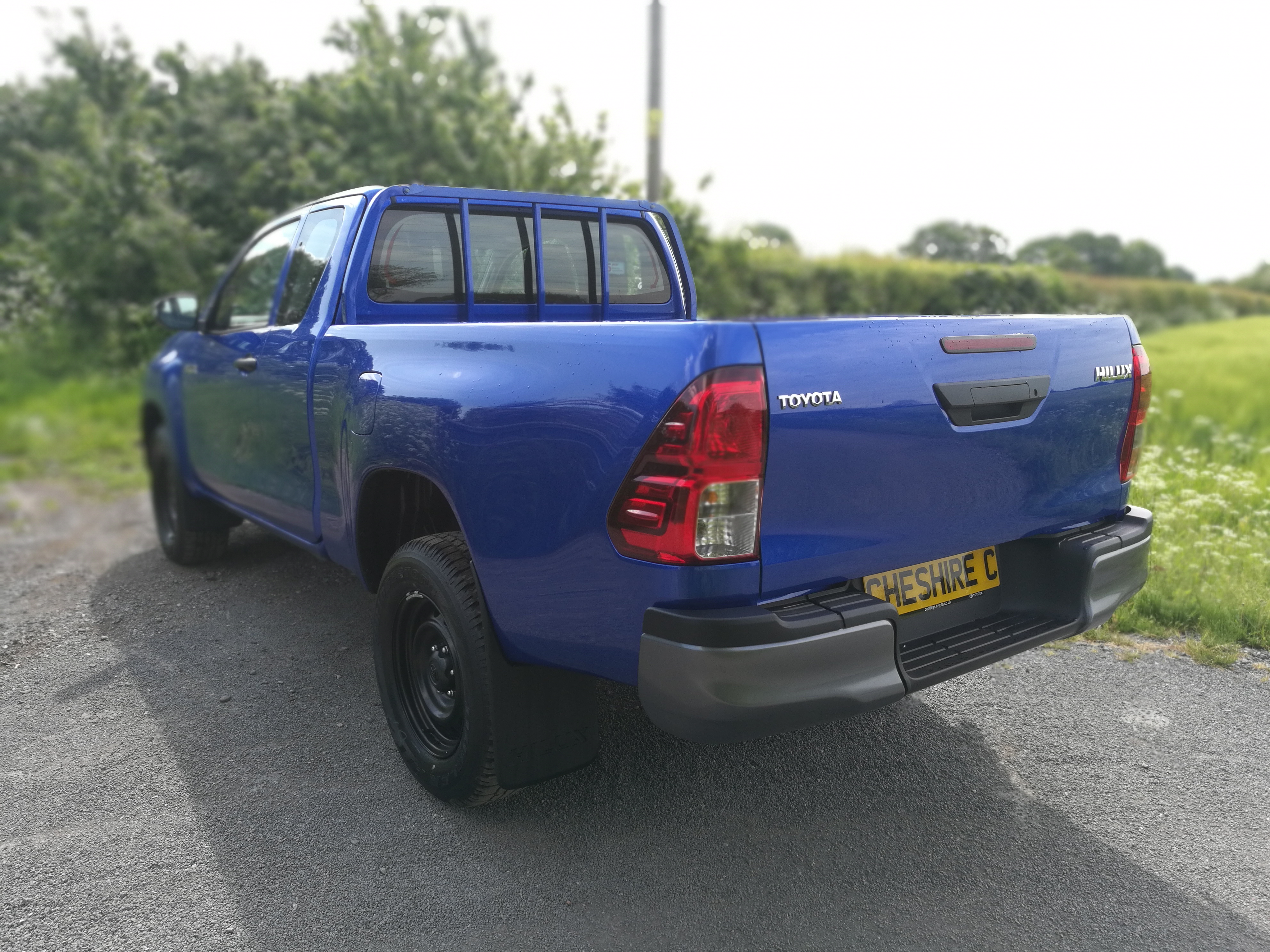 19 Hilux Blue Extra (4)
