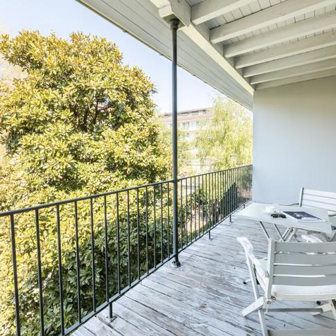 balcon table et chaises