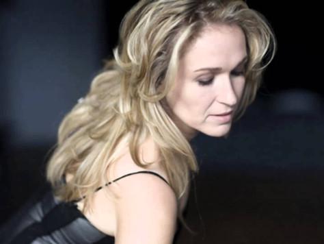 À la découverte de nos artistes: Chantal Dionne soprano!