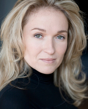À la découverte de nos artistes Rabbi-Jésus de Normand Gasnier : la soprano Chantal Dionne.