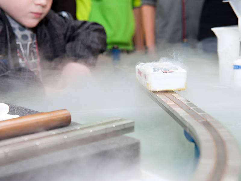 High-temperature superconductor cooled with liquid nitrogen. The prediction if and when a material becomes superconducting depends decisively on whether excitations require energy or not. However, a prediction of that property is more difficult than imagined, as an underlying mathematical problem has proven to be unsolvable in principle. - Photo: Ulli Benz / TUM