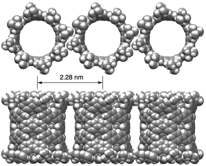 In crystals, pNT molecules are aligned in parallel. Image: ©2018 Hiroyuki Isobe.