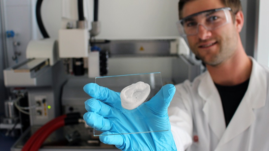 A 3D-printed ear: Empa researcher Michael Hausmann uses nanocellulose as the basis for novel implants @ Empa
