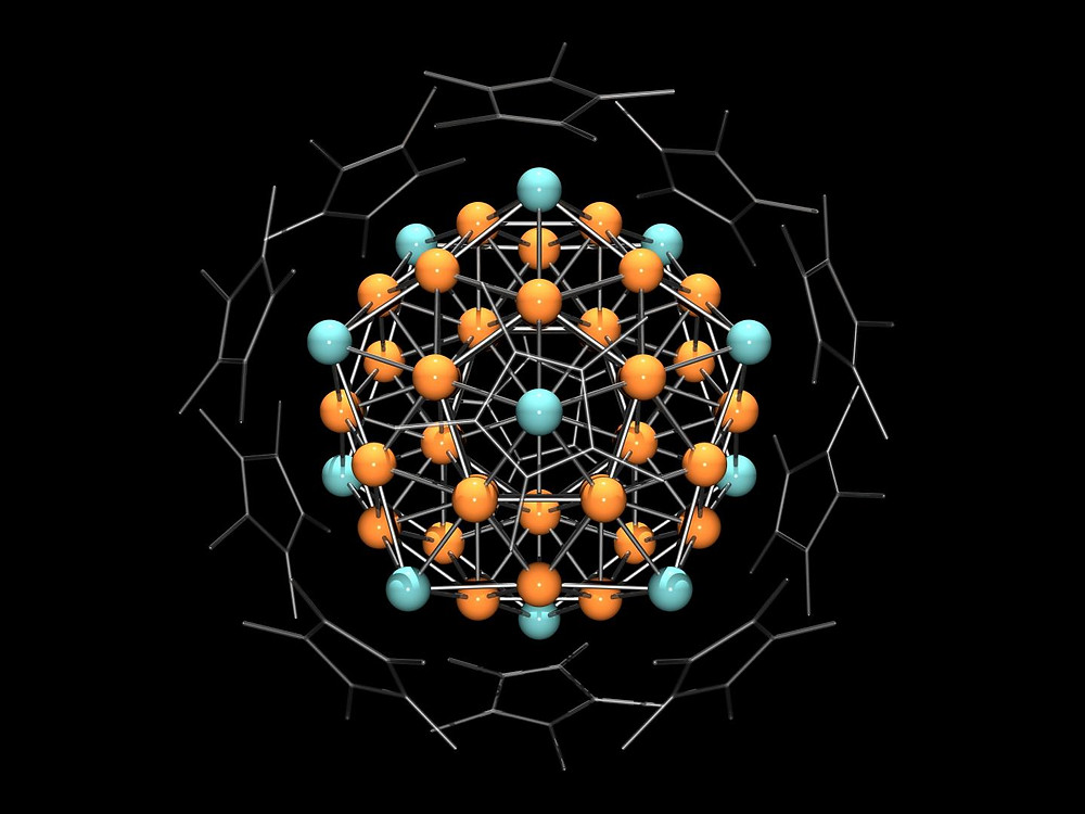 From the outside, the cluster made of 55 copper and aluminum atoms looks like a crystal, but chemically it has the properties of an atom. The heterometallic superatom created at Chair of Inorganic and Organometallic Chemistry at the Technical University of Munich is the largest ever produced in the laboratory.  @ Christian Gemel / TUM