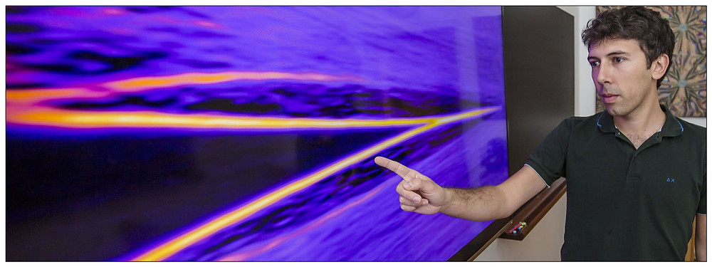 """Signature of a Majorana particle, shown on a screen. """"The horizontal stripe in the center of the figure shows that a zero energy particle appears in a magnetic field in our devices - as expected for a Majorana particle"""", explains Fabrizio Nichele."""