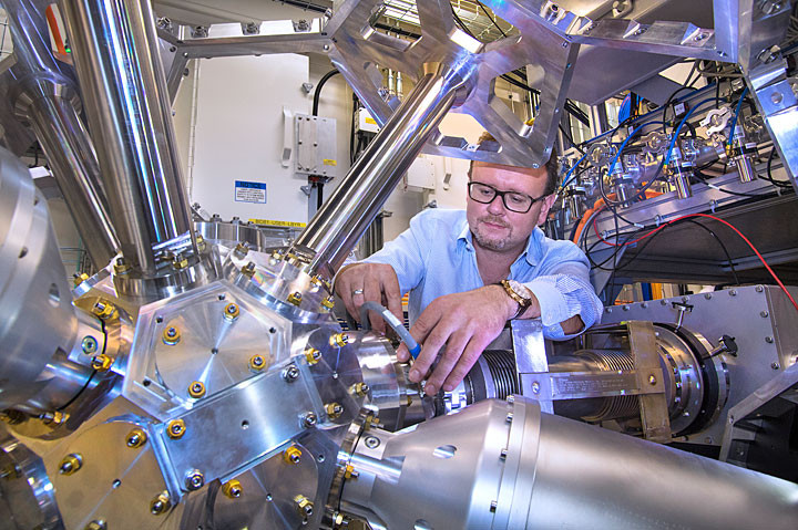 Brookhaven scientist Eli Stavitski is shown at NSLS-II's Inner Shell Spectroscopy beamline, where researchers imaged the physical and chemical complexity of a single-atom catalyst that breaks carbon-fluorine bonds.